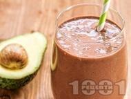 Протеинов шейк / смути с авокадо, извара, какао и мед